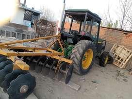 Tractor Jhon Deere con Implementos