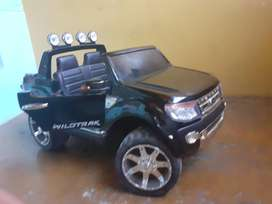 Camioneta Ford Ranger a batería, niños +3 años, S/. 950, Piura.