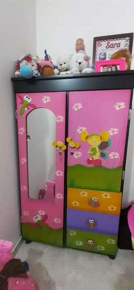 Vendo Closeth para niña excelente estado