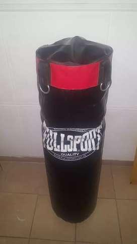 Vendo bolsa de boxeo mide 1.50 con guantes y pesas  para manos