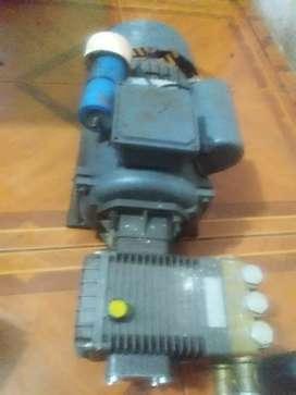 Vendo hidrolavadora de 5 hp electrica a 220 voltios