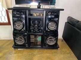 Mueble de madera + equipo de sonido sony