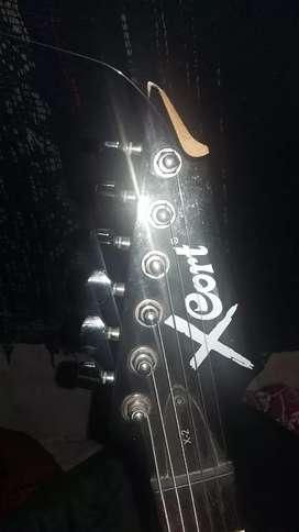 Vendo guitarra electrica con varios accesorios y funda