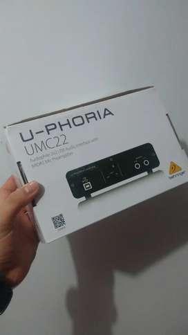 Interfaz de audio beringher prácticamente nueva