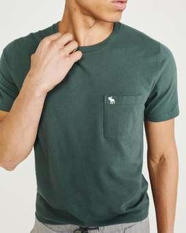 Remera Abercrombie & Fitch, con bolsillo y logo del Alce. Original USA