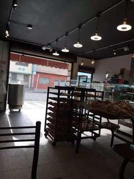 Se vede panaderia bien ubicada