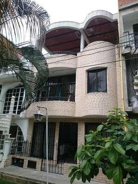 Casa unifamiliar, excelente ubicacion, amplia