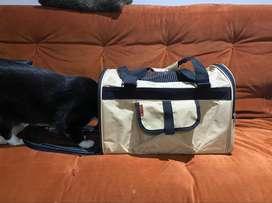 Vendo maletín para gato casi nuevo.