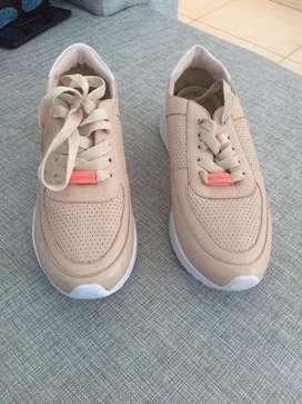 Zapatos de cuero Tanino (vélez) Nuevos