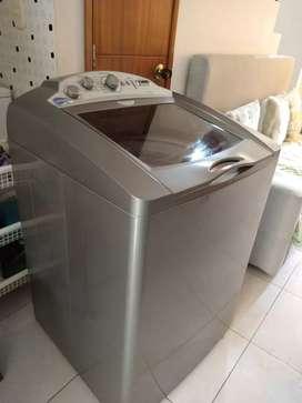 Linda lavadora centrales 38 libras como nueva