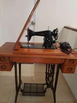 Maquina de coser Jenome