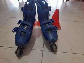 Combo a la venta de patines talla 39 referencia azul + conos de practica