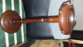 Cenicero en madera antiguo de 53 de alto x 18 de circunferencia