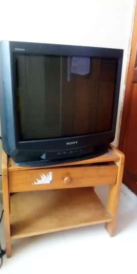 Vendo TV Sony con mesita muy económico y en buen estado