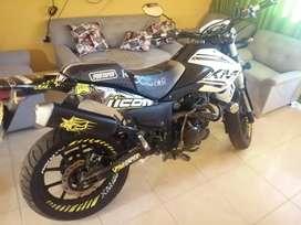 Se vende hermosa moto como nueva XM180