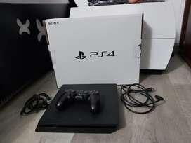 PS4 excelente estado poco uso