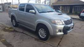Particular vende Toyota Hilux SRV 4x4 2014 Única Mano. Impecable
