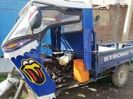 Se vende en ocasión moto de carga strong