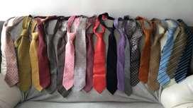 Combo de 19 Corbatas en excelente estado