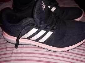 Vendo zapatilla N 38 Adidas detalle en la punta como gastadita zona oeste, usado segunda mano  Rosario, Santa Fe