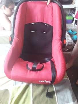Se vende silla para bebita