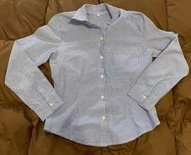 Camisa celeste a rallas talle S