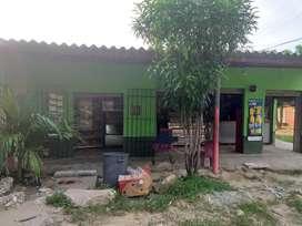 Se vende o permuta ,casa con negocio de tienda .