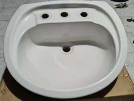 Vendo bacha lavatorio de colgar de loza con 3 agujeros y salida.