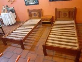 Juego de camas individuales con mesa de luz