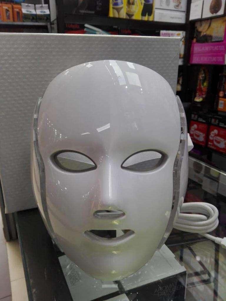 mascara de rayos ultravioleta para todo tipo de problemas de piel 0