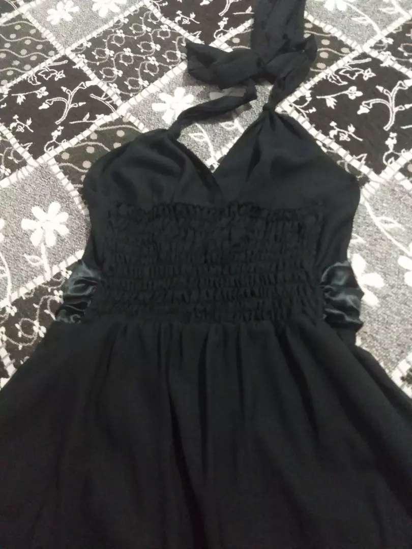 Vendo vestido negro  largo de fiesta con saquito de gasa talle 3 0
