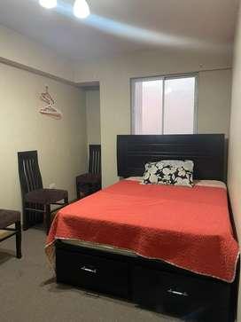 Alquilo dromitorio grande alfombrado y amoblado con baño privado
