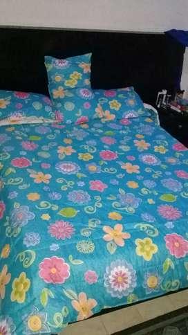 Se vende hermosa cama 140 con 2 nocheros