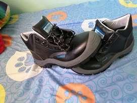 Se vende botas  punta de acero nuevas