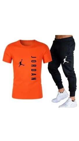 Dúo de yogger y camiseta
