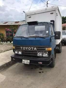 vendo un camión con furgón acto para transportar mariscos