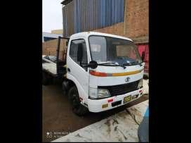 Camión mudan 4 toneladas gnv plataforma NO ES Hino 300 dutro Nissan cóndor Mitsubishi fuso Porter cantera Hyundai hd65
