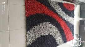 Alfombra roja y negra