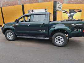 Vendo camioneta Toyota Hilux 4x4 petrolera año 2009