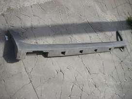 repuesto chevrolet, cubre zocalo lateral izquierdo chevrolet traker 2018 original usado