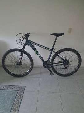 Vendo bicicleta fury completamente en aluminio incluyendo el tenedor, frenos hidráulicos grupo Shimano de 9 velocidades,