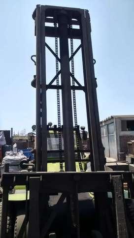 Montacarga 8 toneladas :