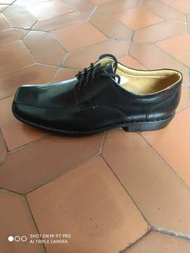 Zapato en cuero talla 40