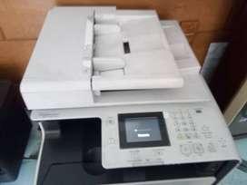 Vendo impresora canon a color.