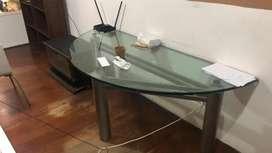 Mesa de vidrio semicircular