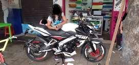vendo motocicleta BAJAJ NS 200 personalizada 3 años de uso 200 cc