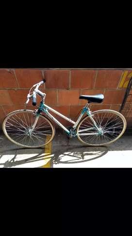 """Bicicleta de ruta marca """"Cirus"""""""