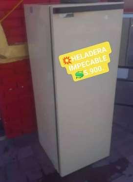 HELADERA CON CONGELADOR IMPECABLE ESTADO POR FUERA Y DENTRO!