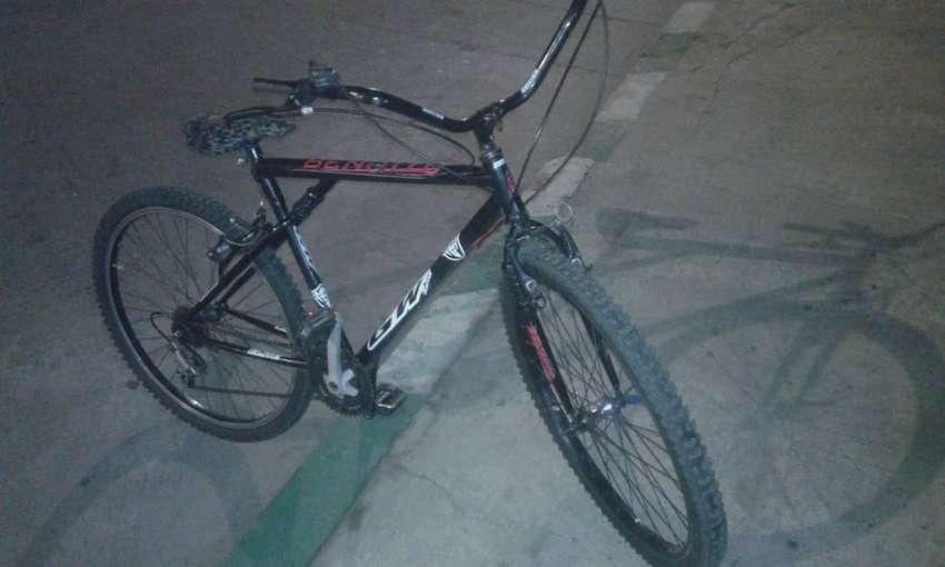 Bicicleta de color negro  en  buen estado 0
