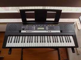 Teclado Yamaha PSR-e243 + base sencilla + estuche